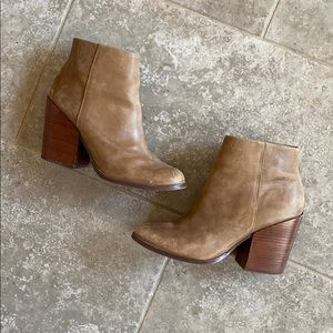 DOLCE VITA tan leather ankle bootie size 9
